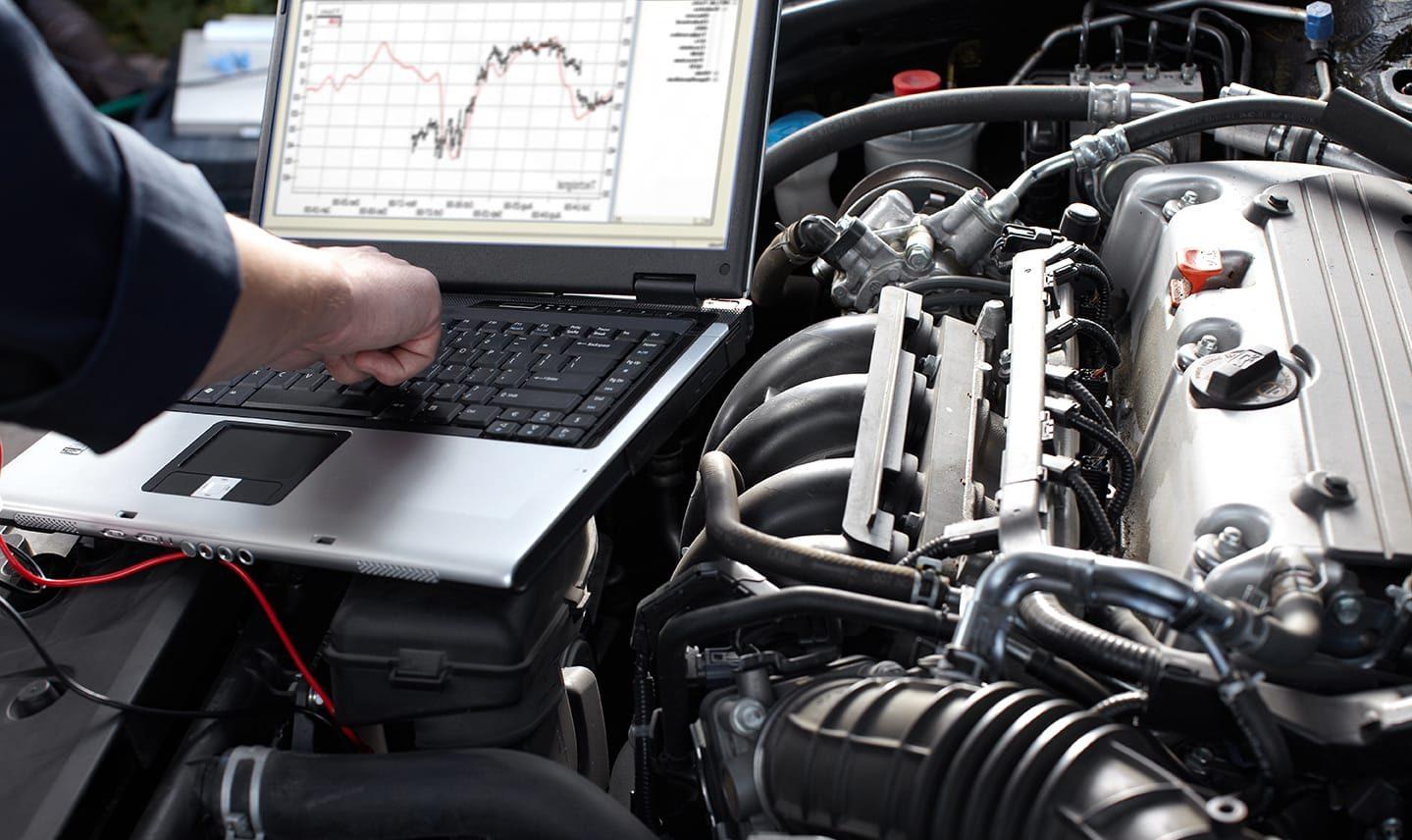 injeção eletrônica - imagem capô do motor aberto